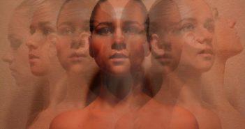 женщина в раздвоенном виде