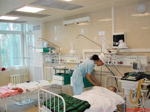 медсестра и реанимационный пациент