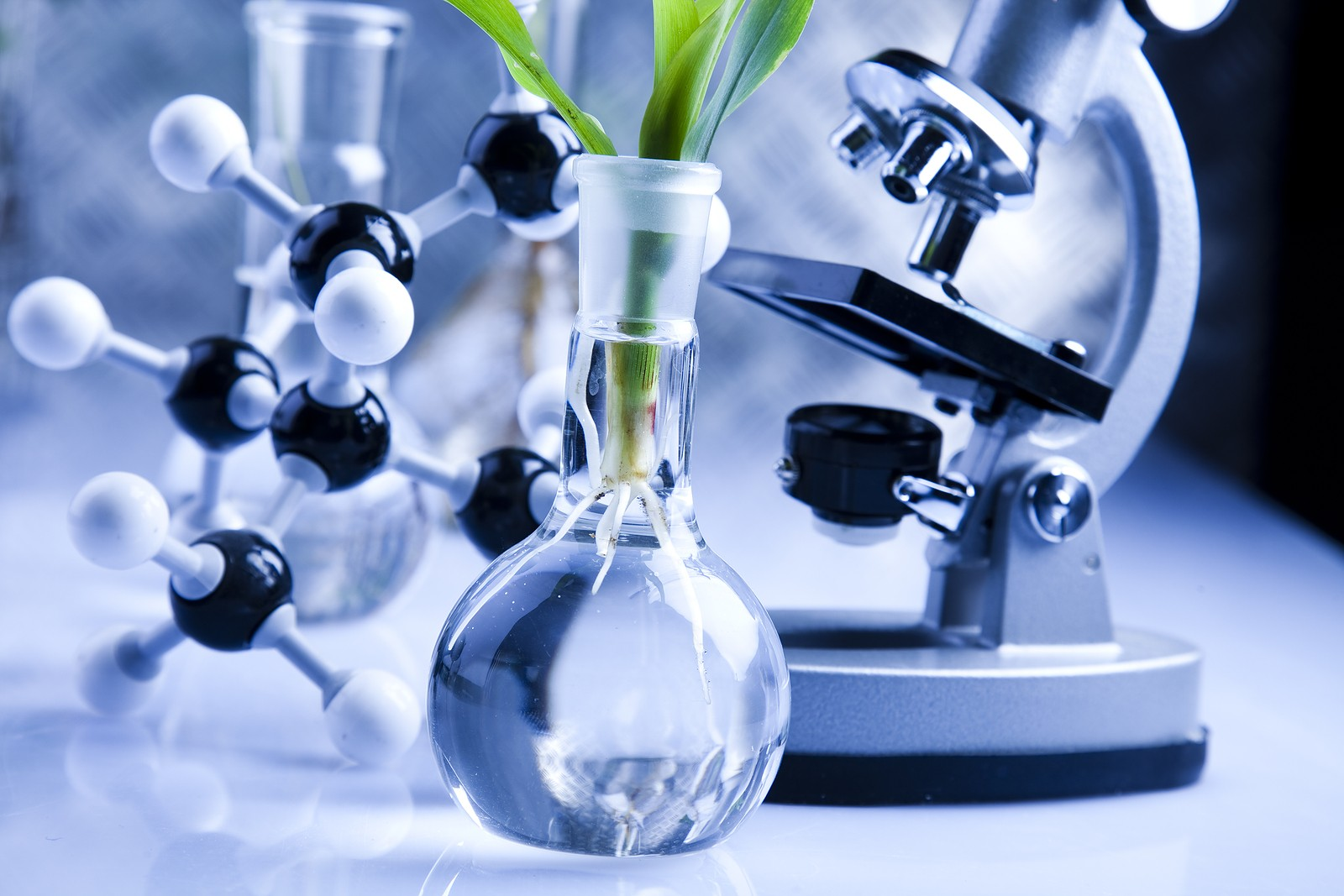 advantages of chemical medicine The advantages of using alternative medicines are that there are not side effects (usually) alternative medicine can heal the body completely but this takes time alternative medicine looks at the person, not just symptoms and main complaints.