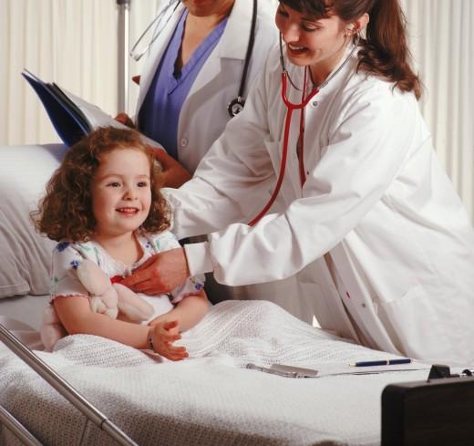 малыш с родителями в больнице