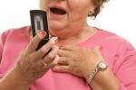 бабушка с мобильным телефоном