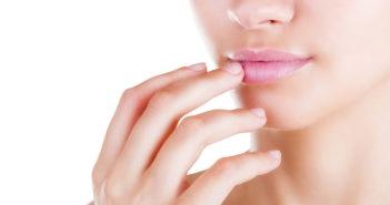 Болит губа