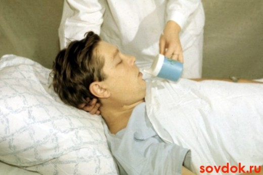 больной пьёт
