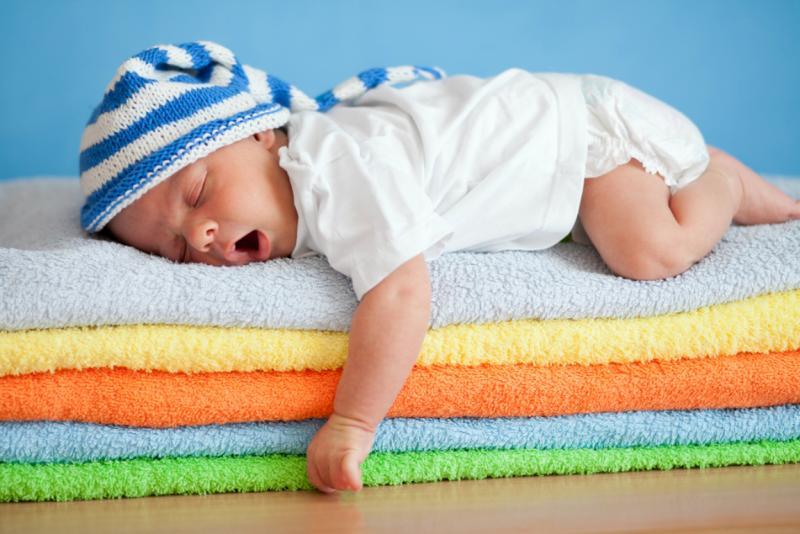 Грудничок спит