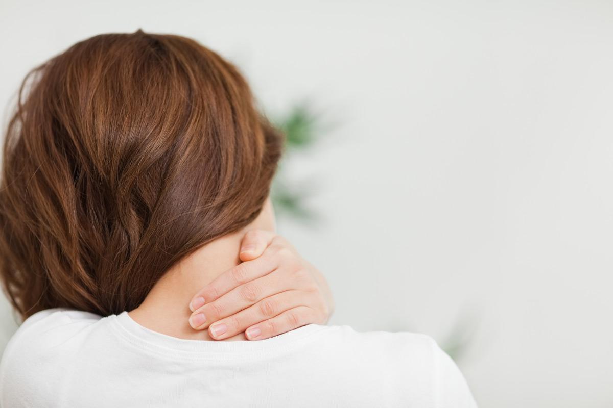 Кривошея у взрослых — виды и причины возникновения, диагностика, основные принципы лечения