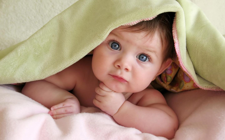 малыш под одеялом