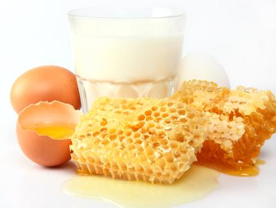 Молоко, мёд и куриное яйцо