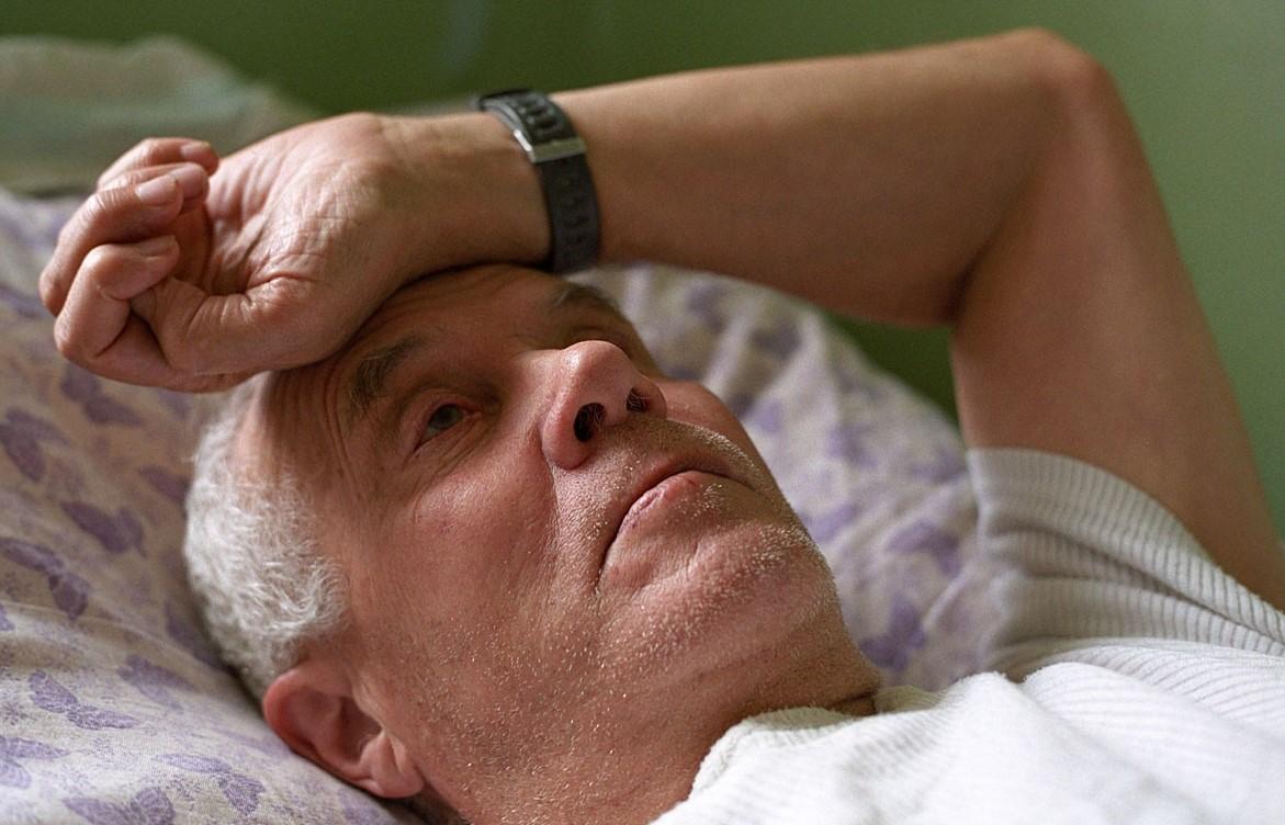 Недержание мочи у пожилых мужчин: как грамотно бороться с проблемой