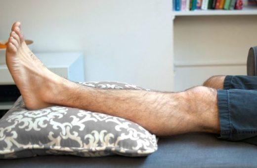 Нога на подушке