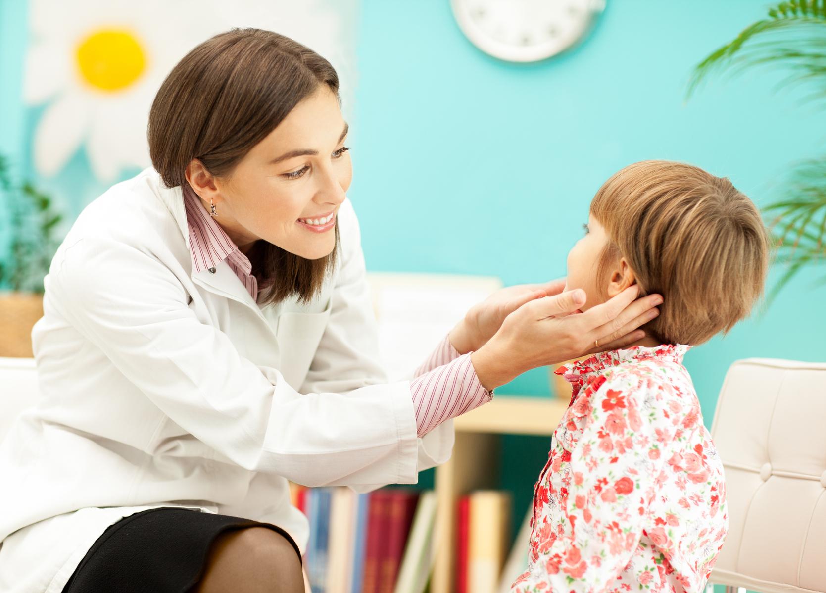 осмотр лимфоузлов у малыша