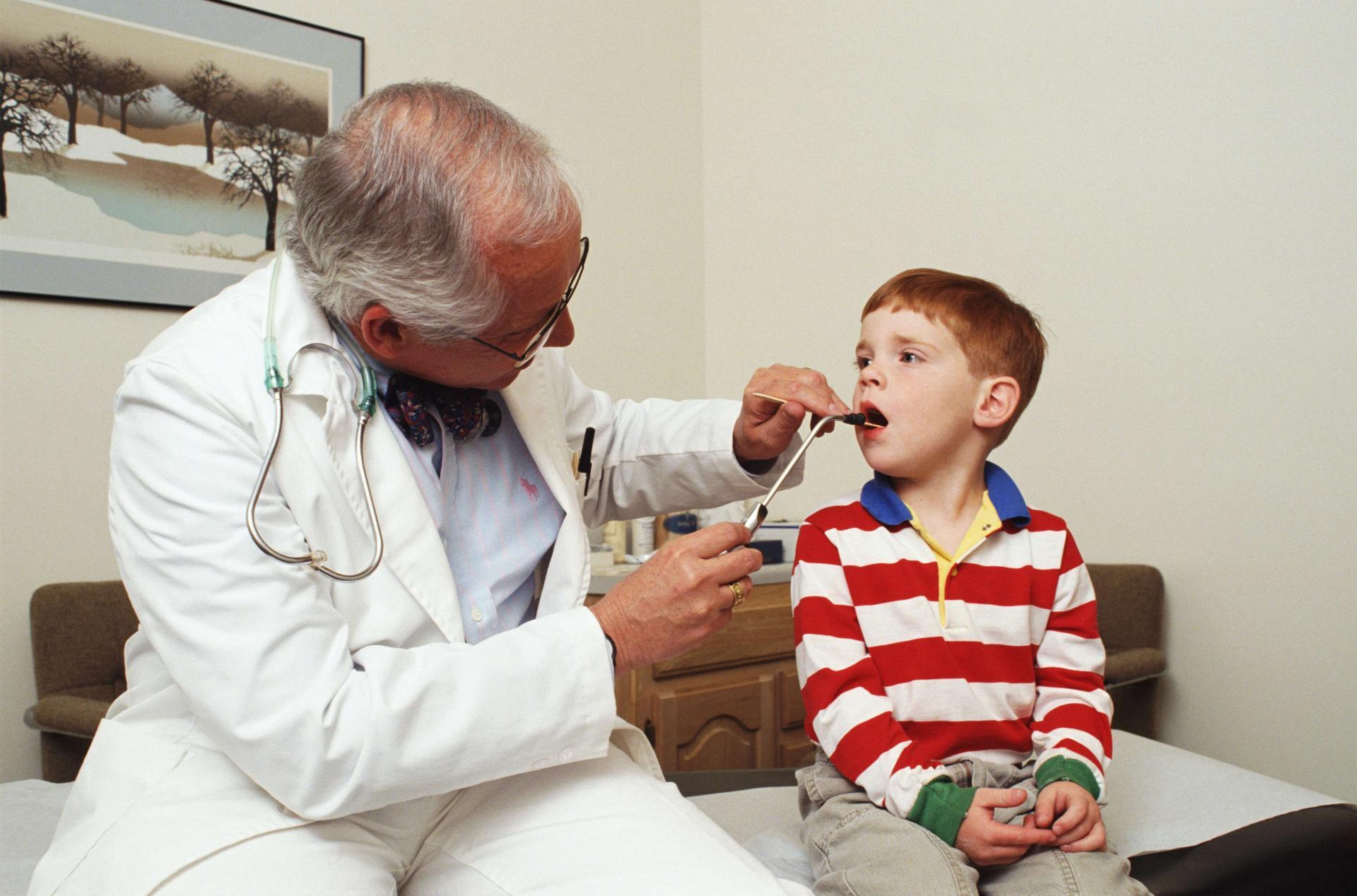 Лакунарная ангина у детей: симптомы, диагностика и лечение