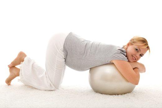 Поза на четвереньках во время беременности