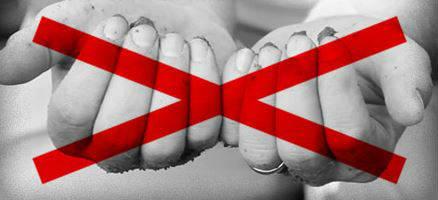 Руки и запрещающий знак