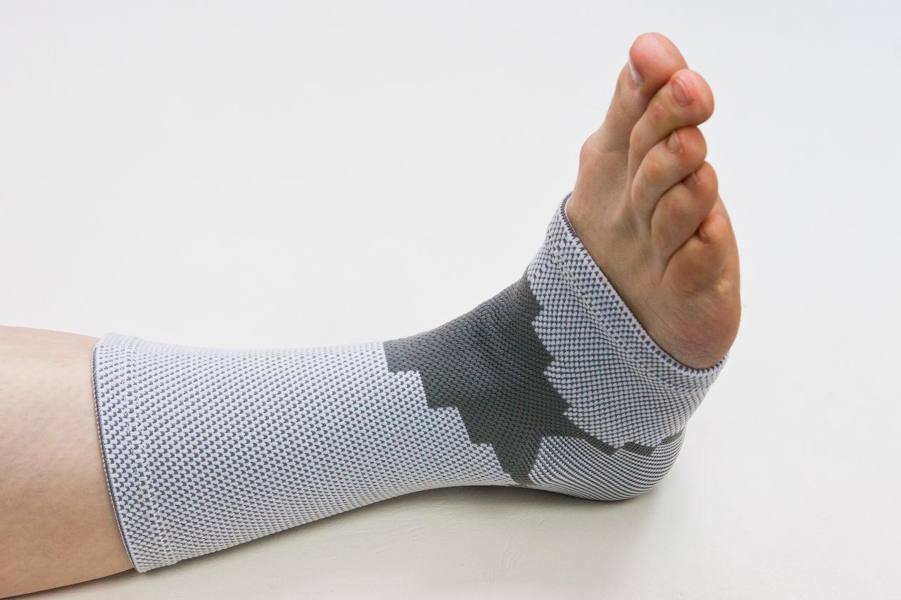 Растяжение ноги: быстрая помощь при травме
