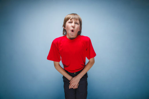 Ребёнок сдерживает позыв к мочеиспусканию