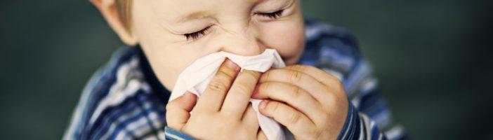 Ребёнок чихает
