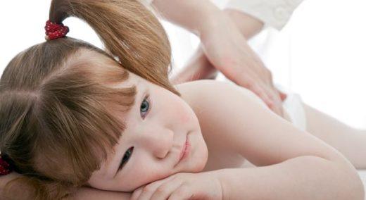 Ребенок на сеансе мануальной терапии