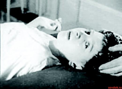 ребёнок с энцефалитом лежит