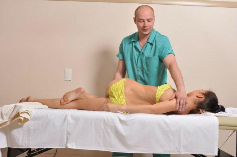 Мануальный терапевт может вылечить сколиоз