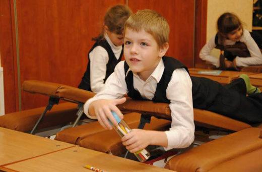 Занятие в школе-интернате для детей со сколиозом