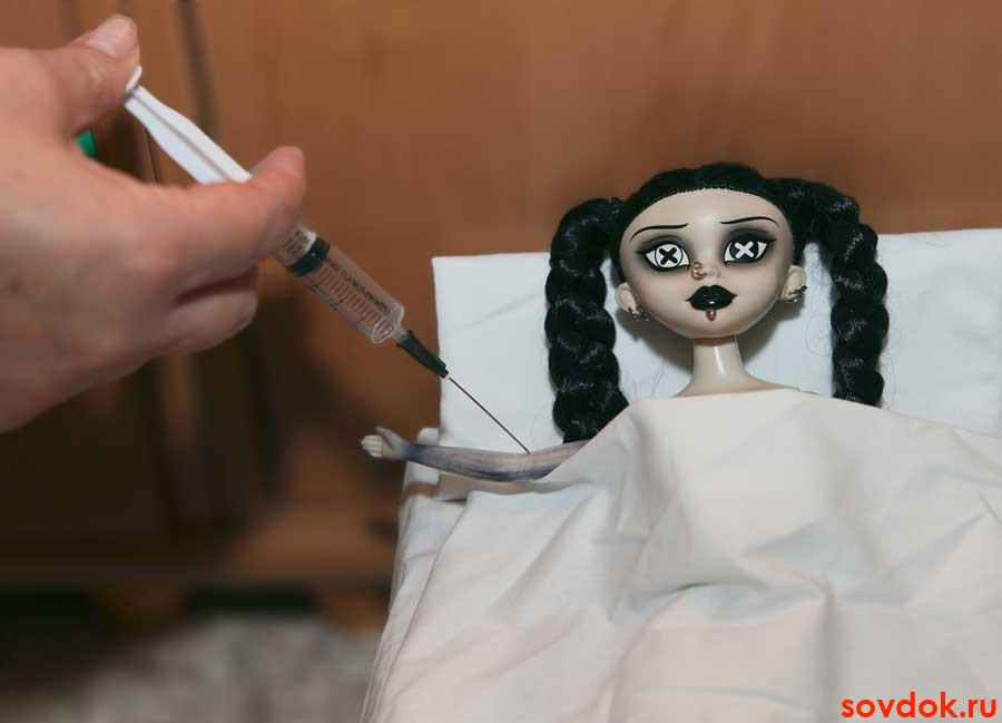страшная кукла колется