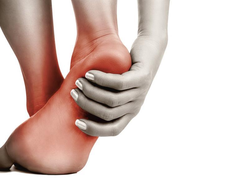 Повреждения пятки: первая помощь и профилактика осложнений