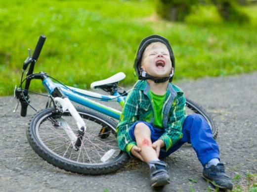Ребёнок упал с велосипеда