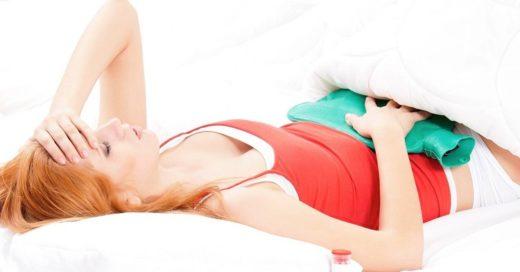 Женщина в постели с температурой